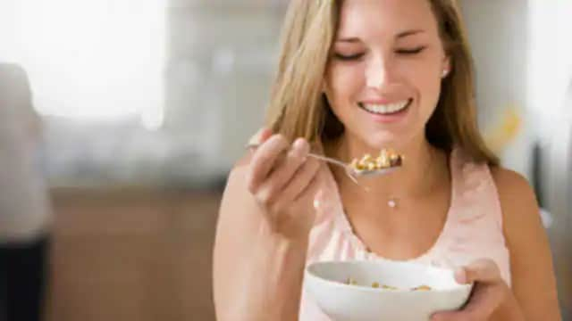 woman eating soft food to help with her tmj