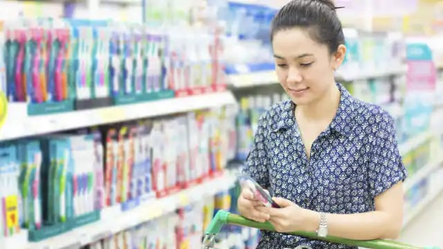 "<mark class=""conversation"" data-thread-id=""e952dc8e-519e-e26e-9e86-4b00caa71197"">A Young Woman Choosing Travel Toothpaste In The Store</mark>"