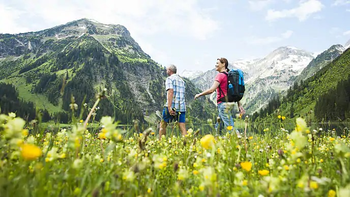 couple hiking after tmj therapy