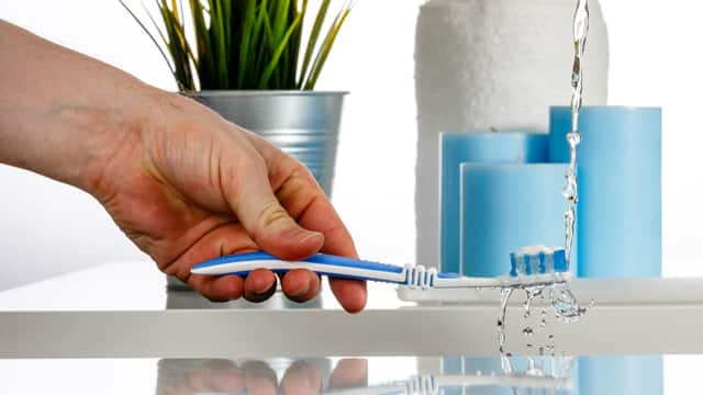 Clean toothbrush with flowing water