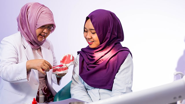 portrait-hijab-female-dentist-demonstrate-how