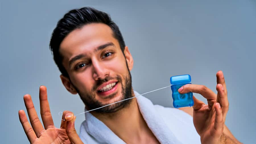 The differences between dental floss and dental tape